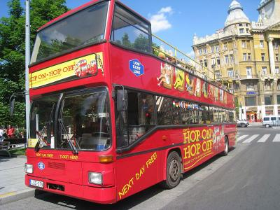 Giraffe hop on hop off city tour budapest sightseeing busz berles 01